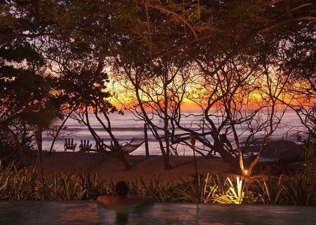 Playa Langosta travel guide - beachfront sunset