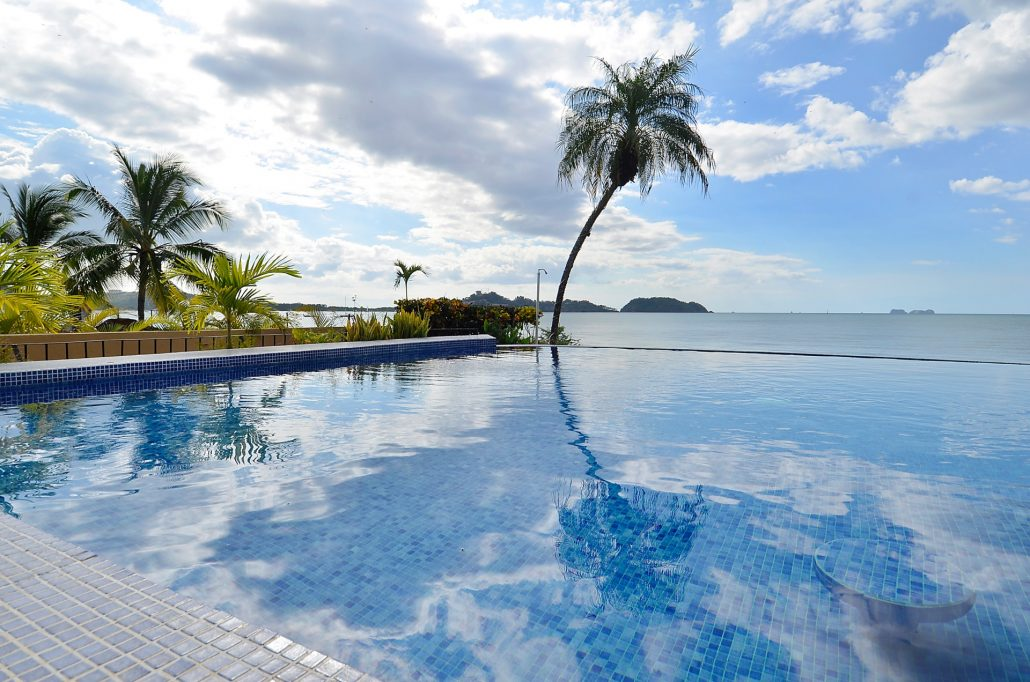 Corazon del Mar pool and ocean view