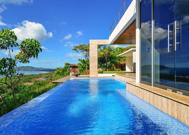 Casa Lomas del Mar luxury honeymoon home