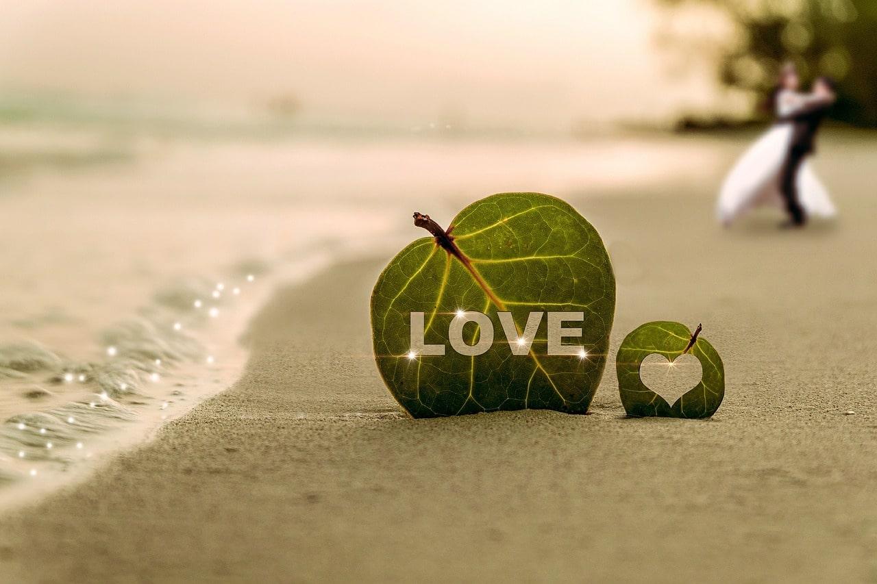 Tamarindo destination wedding love in sand-min