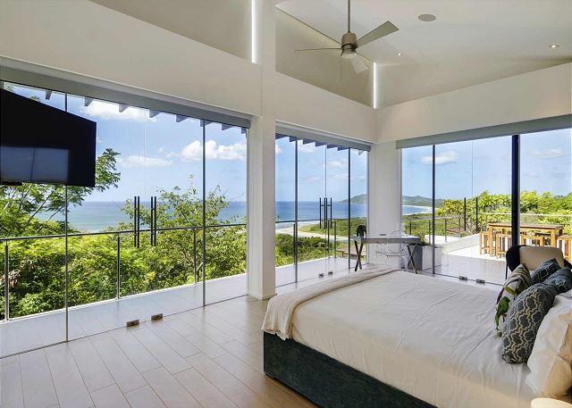 Casa Lomas del Mar master suite