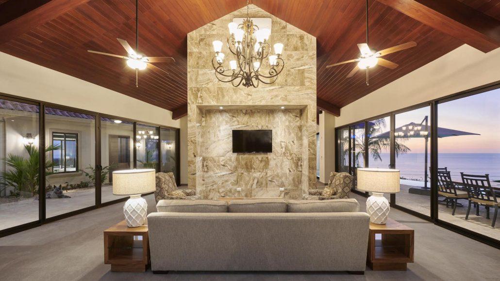 living room at Puesta del Sol-min