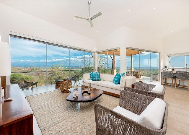 Tamarindo vacation rental-Vista Salinas living space