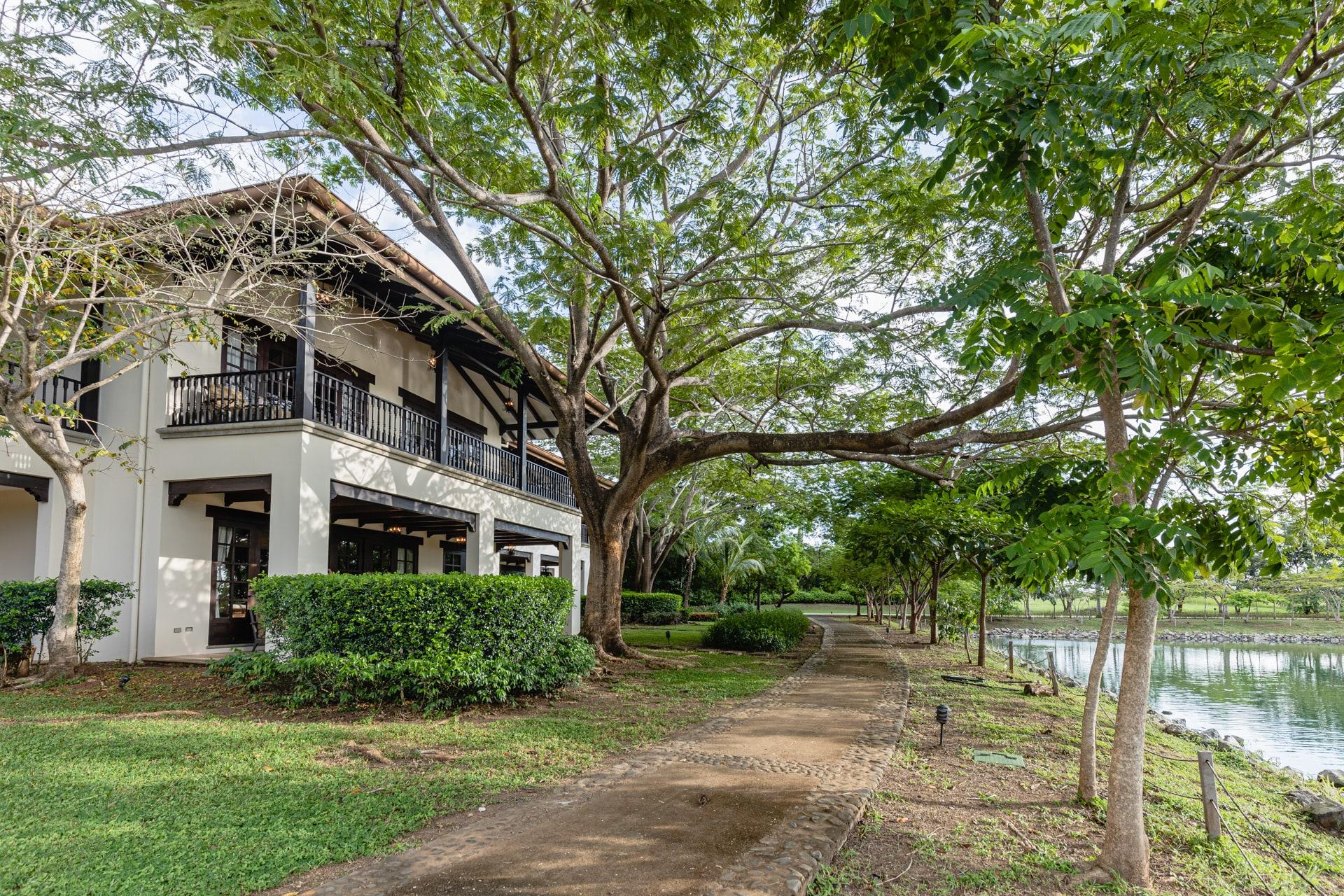 Villa Almendros lakefront Hacienda Pinilla-min