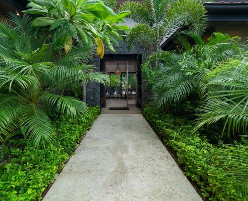 benefits of traveling to Casa de Los Monos
